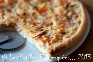 Pizza chou carotte oignon creme poitrine fumee 02