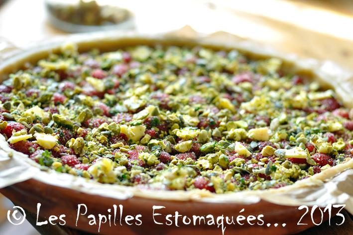 Tarte rhubarbe fraise crumble pistache menthe graines courge 06