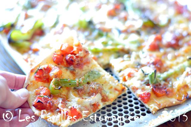 Pizza tomate oignon poivrons 02