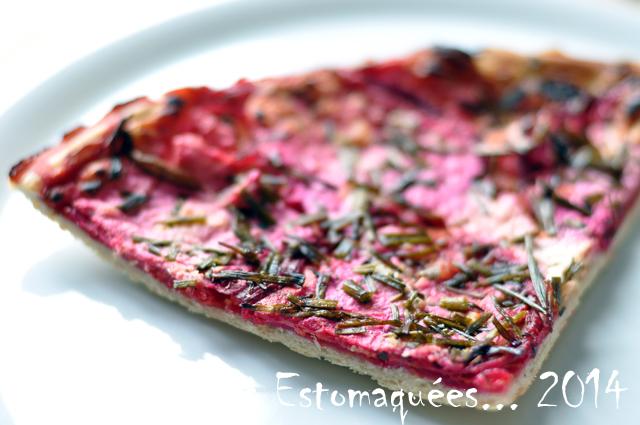 Pizza betterave oignon marjolaine ciboulette 04